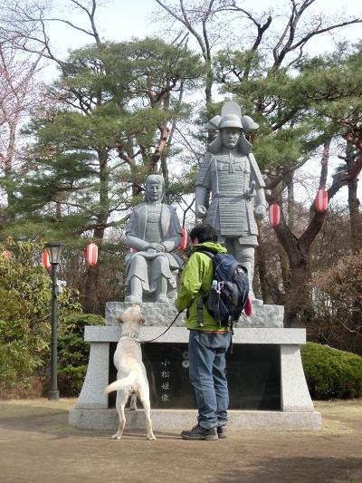 信之と小松姫の像