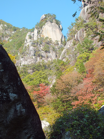 覚円峰と天狗岩