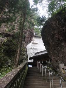岩の間の参道
